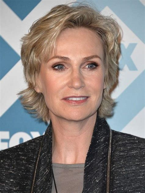 razor cut hairstyles for older women with wavy hair 25 easy short hairstyles for older women jane lynch