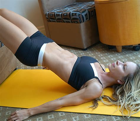 hotel room ab workout 5 minute hotel room workout from montreal zuzka light