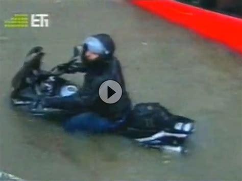 Auspuff Motorrad Reinigen by Motorradvideo Wasser Im Auspuff Reinigt Den Motor Von