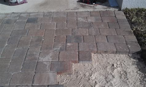 How To Build A Pavers Patio Creative Unravelings How To Use Pavers To Make A Patio