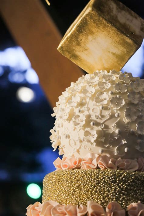 Wedding Cake Icing Styles by Guide To Wedding Cake Styles Shapes And Icing