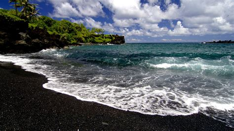 black sand beaches hawaii waves hawaii black sand beaches wallpaper 1920x1080 204960 wallpaperup