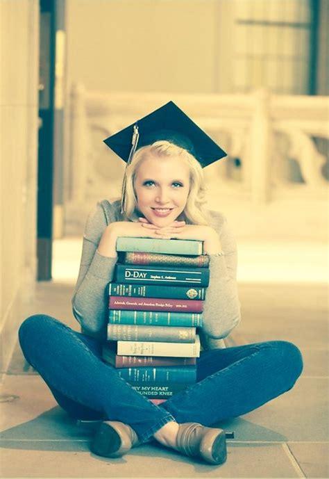 senior graduation pinterest posh poses solo great way to incorporate graduation