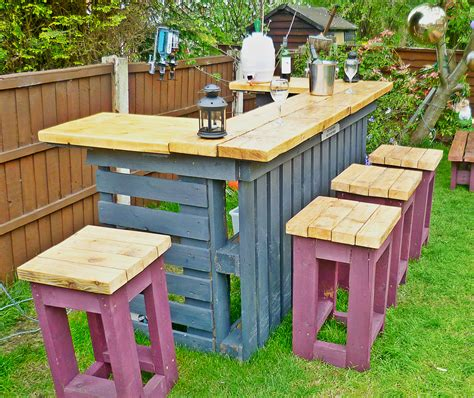Garden Bar Table The Garden Bar Made From Reclaimed Timber And Discarded Pallets Green Thumb Print