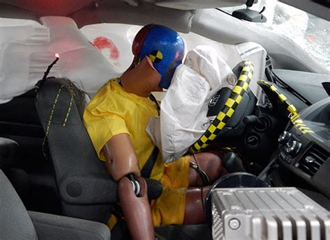 crash dummies car iihs crash test 2014 honda odyssey consumer reports news