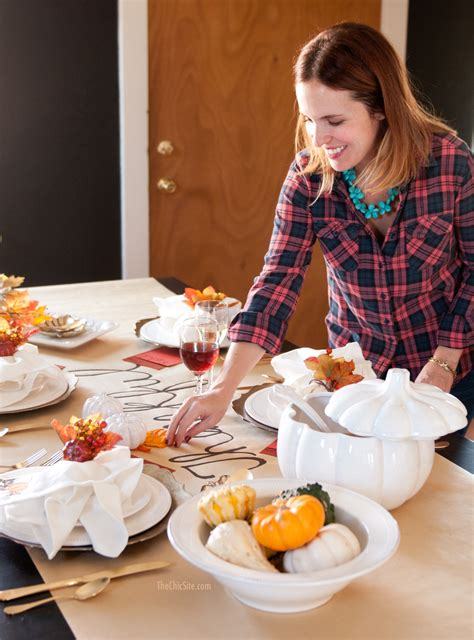 setting the table diy thanksgiving table runner the chic site