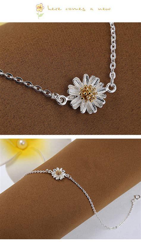 Gelang Korea Flower Decorated Simple Design joker silver color flower shape decorated simple design