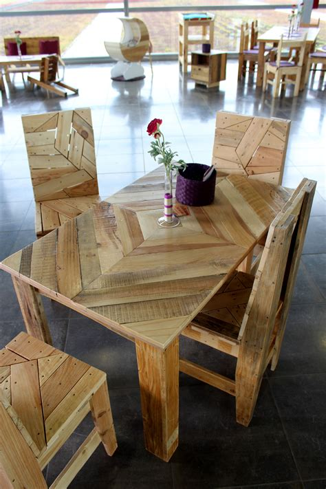 Chaise En Palette by Table Et Chaises En Palettes Recycl 233 Es Wood
