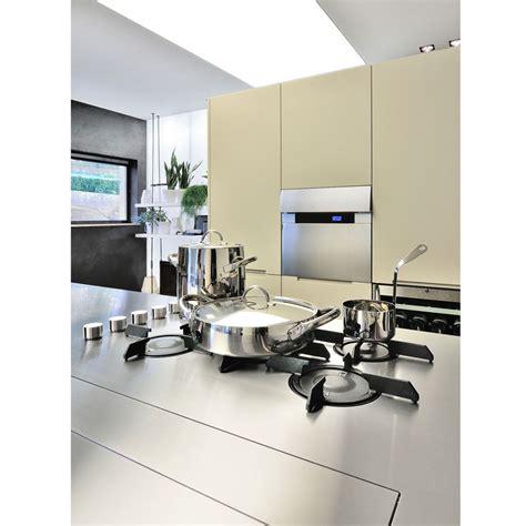 piano cottura acciaio satinato plafoniera led cucina