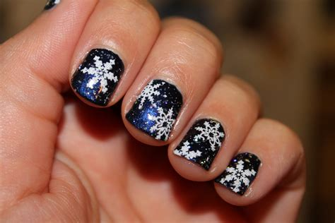 snowflake pattern for nails nails on the go by nicole snowflake christmas nails