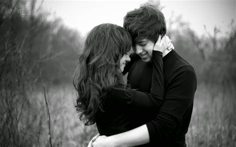 couple wallpaper with hug hug day romantic sms quotes images messages whastapp