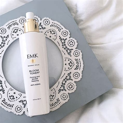 Toner Emk Sparkle A Real S Guide To Looking Pretty