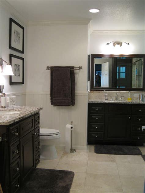 beige bathroom towels