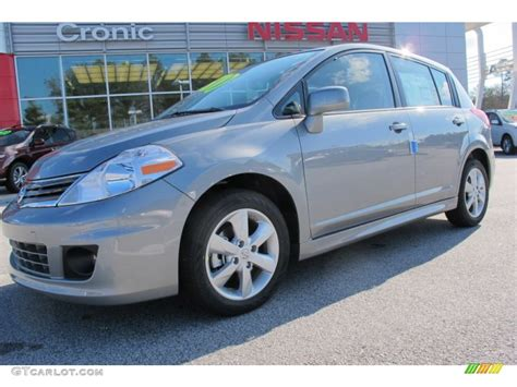 grey nissan versa hatchback 2012 magnetic gray metallic nissan versa 1 8 sl hatchback