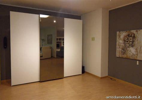 armadio con tv incorporata armadio con tv incorporata prezzi forum arredamento it