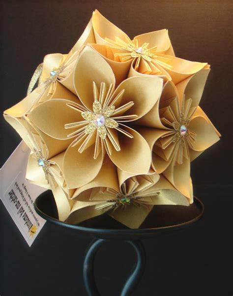 Gold Origami Paper - 1000 images about crafts kusudama on flower