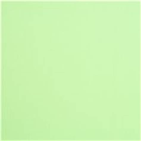 Light Green Color by Tela Color Liso Verde Claro Robert Kaufman Eeuu Pear
