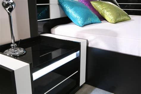 nachttisch weiß hochglanz günstig schlafzimmer unter dachschr 228 ge