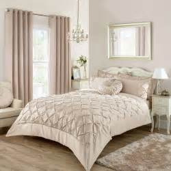 bedroom curtains and bedding best 25 chagne bedroom ideas on pinterest cream