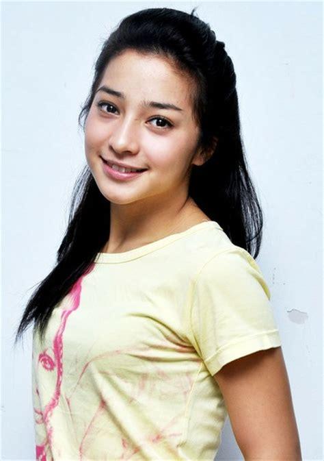 Nama Artis Pemeran Film Nenek Gayung | nama dan biodata pemain dua wanita cantik sctv yang