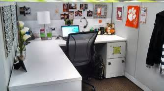 Cubicle Chic | office chic cubicle decor business travel chic pinterest