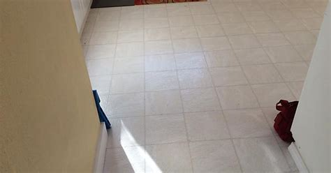 i replaced my old vinyl flooring with tile diy