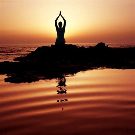 2263054669 le yoga du corps et les avantages du yoga sur le corps et l esprit
