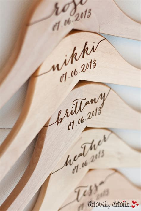Page Hår by 2 Personalized Bridesmaid Hangers Engraved Wood