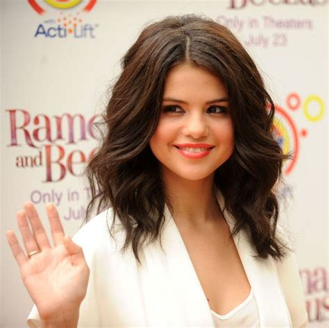 how to get soft curls in medium length hair selena gomez in quot ramona and beezus quot new york premiere my