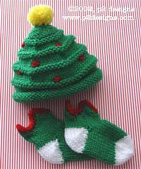 free knitting pattern baby christmas tree hat baby diy on pinterest swaddle blanket diapers and diy baby