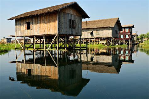 hutte sur pilotis birmanie maisons intha sur pilotis au lac inle