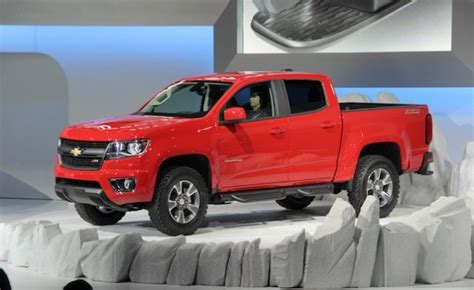by the numbers 2015 chevy colorado vs tacoma frontier 2015 chevy colorado vs toyota tacoma 2017 2018 best