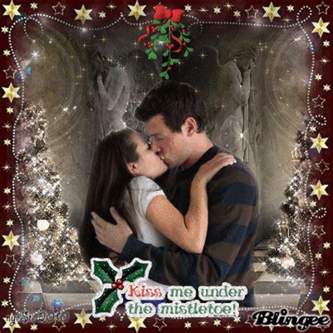kiss    mistletoe glee nyeste picture  blingeecom