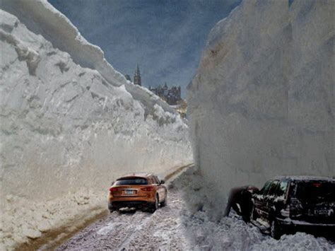 fake friday growing snow banks force all ottawa traffic
