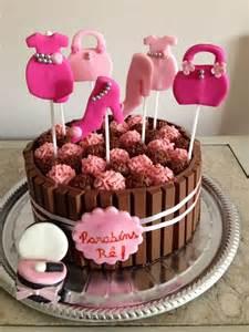 bolo mais que fofo para comemorar o aniversario de uma peruinha rs bolo kit kat com muito