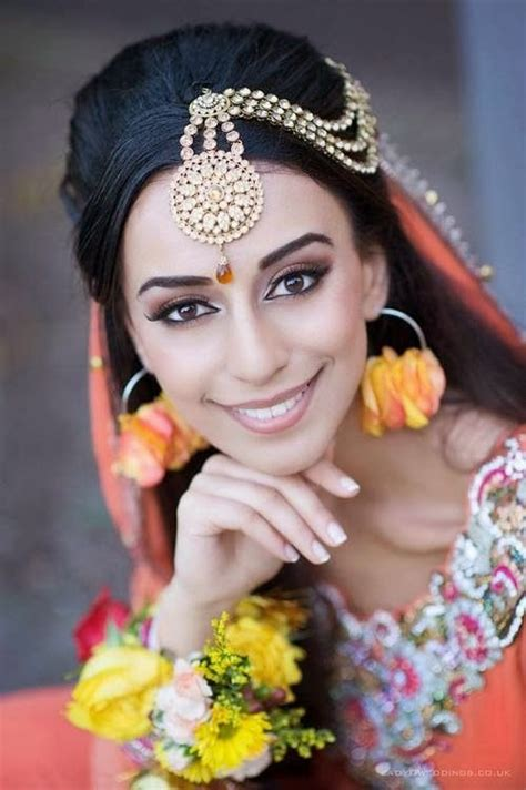 casual hairstyles with dupatta on head matha patti with open hair tikka designs 2018