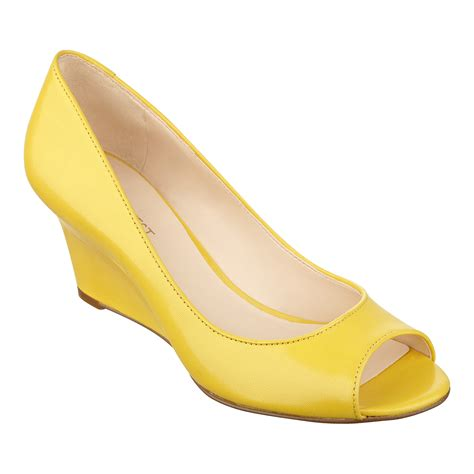 nine west relaxinn peep toe in yellow yellow leather