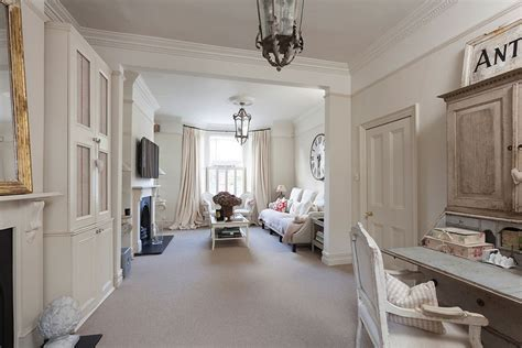 Gentle, Elegant and Cozy Classic Style Home in London
