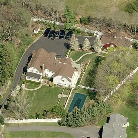 clinton chappaqua photos clinton s protective wall around chappaqua estate the american mirrorthe