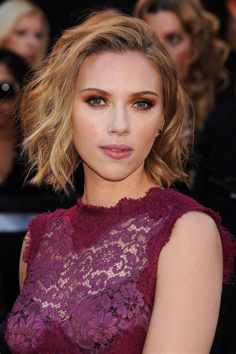 chinlength wavy sidepart hairstyles 19 short to medium cuts for curly and wavy hair 2018