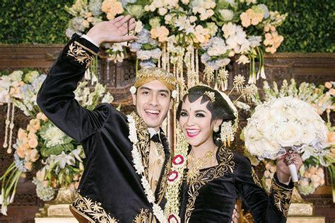 Sale Promo Gaun Pengantin Pesta Wedding Prewedding Korea Asli Import keceriaan menghiasi wajah ali chyntia from real wedding