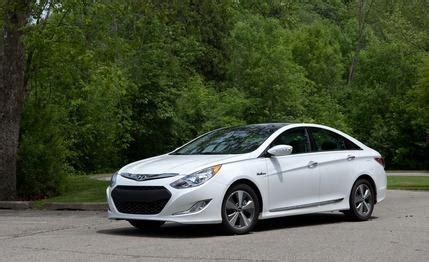 2011 hyundai sonata hybrid road test review car and driver