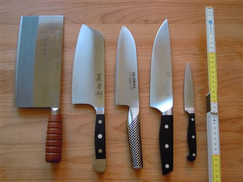 kitchen knives wiki file four chef s knives and an paring knife jpg