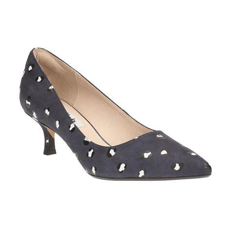Sepatu Wanita Merk Clarks jual clarks 26120233 aquifer soda leopard lea sepatu