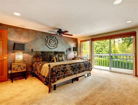 stanza da letto antica da letto antica elegante con la piattaforma dell