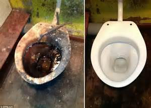 how to clean a disgusting bathroom r m extreme cleaners on britain s toughest jobs daily