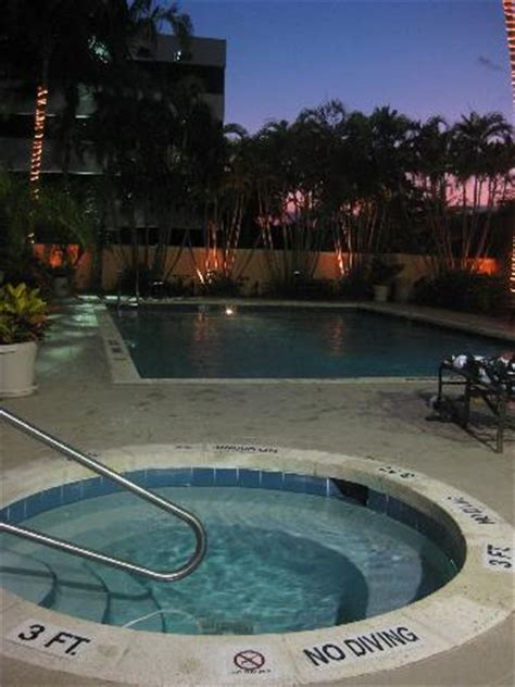 Doubletree Palm Gardens by The Doubletree Pool Tub Photo De Doubletree By