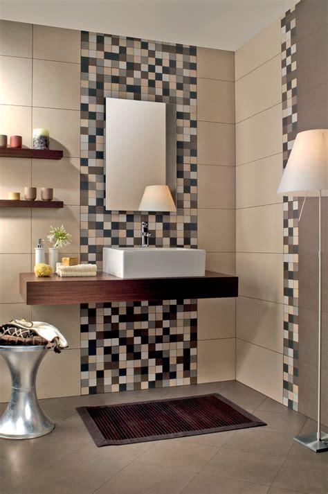 pavimento bagno moderno piastrelle bagno mosaico beige divani colorati moderni