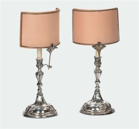 candelieri in argento coppia di candelieri in argento sbalzati in stile