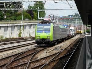 Rolläden by Bls 485 013 7 Mit Rolla Bei Der Einfahrt In Den Bahnhof